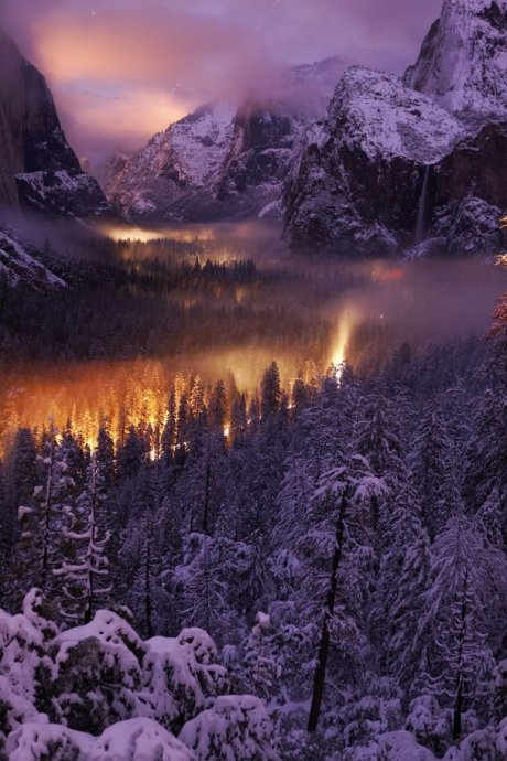 Yosemite Valley през ноща